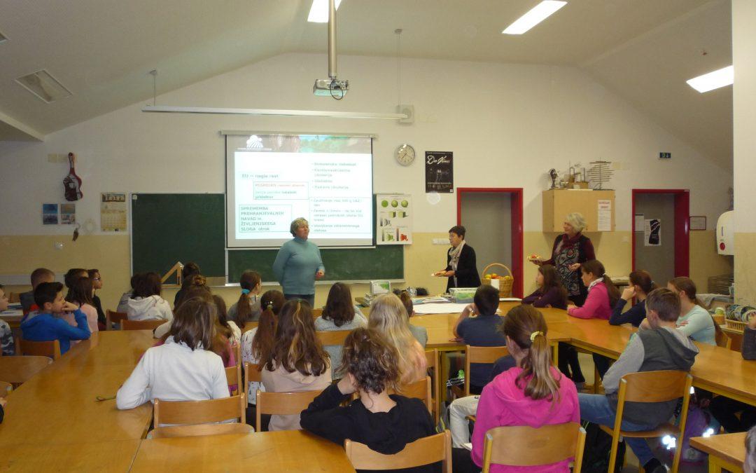 Na razredni uri učenci 6. razredov prisluhnili predavanju o EKO SADJARSTVU